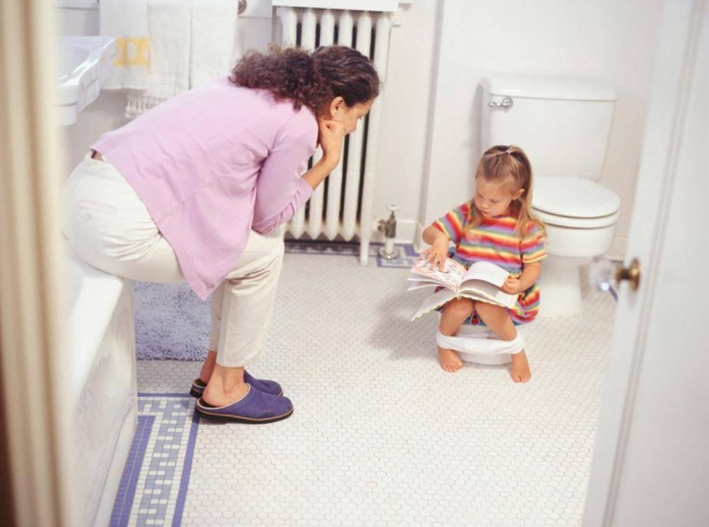 Не получается чисто вытереть попу после стула. как и когда учить ребенка самостоятельно вытирать попу после посещения туалета: нехитрые подсказки родителям. правильный алгоритм действий