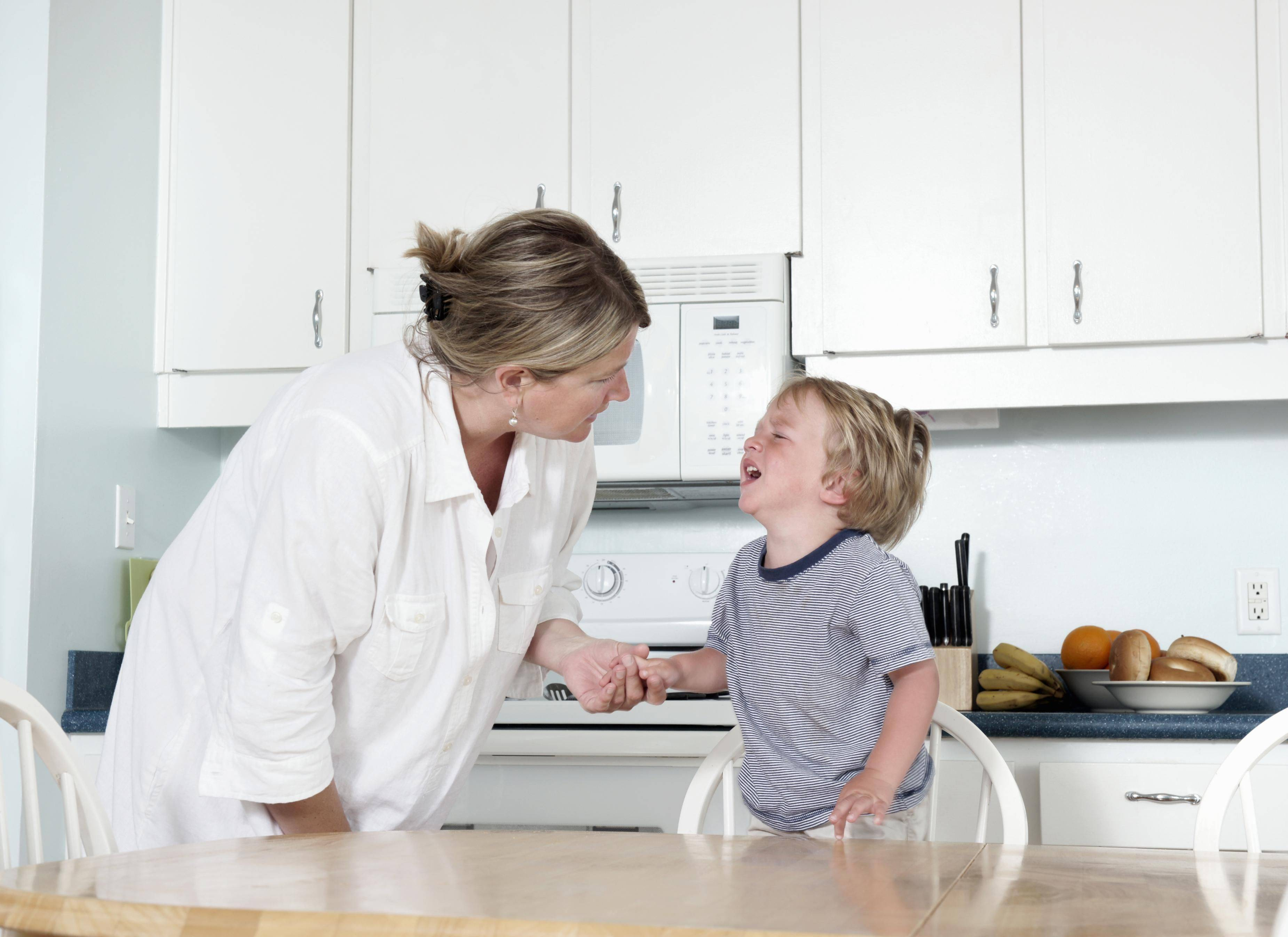 Как отучить ребенка ныть по любому поводу? психология детского возраста. ребенок ноет и плачет по любому поводу: что делать и как отучить малыша от «вредной привычки»? ребенку 8 лет плачет любому поводу