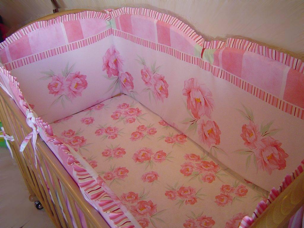 Бортики в кроватку для новорожденного своими руками: как сшить бампер с синтепоном или другим наполнителем, выкройка со схемой, мастер-класс и фото готового бордюра
