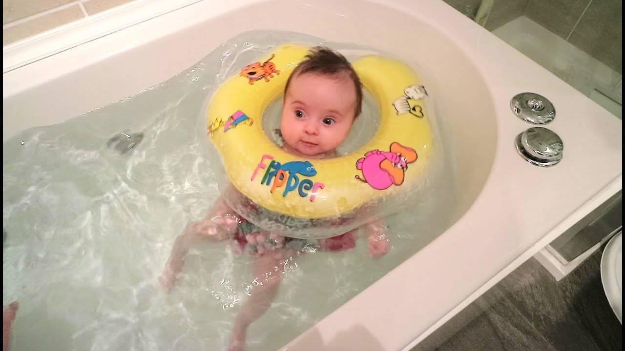 Купание новорожденного ребенка дома первый раз: когда можно, в какой воде