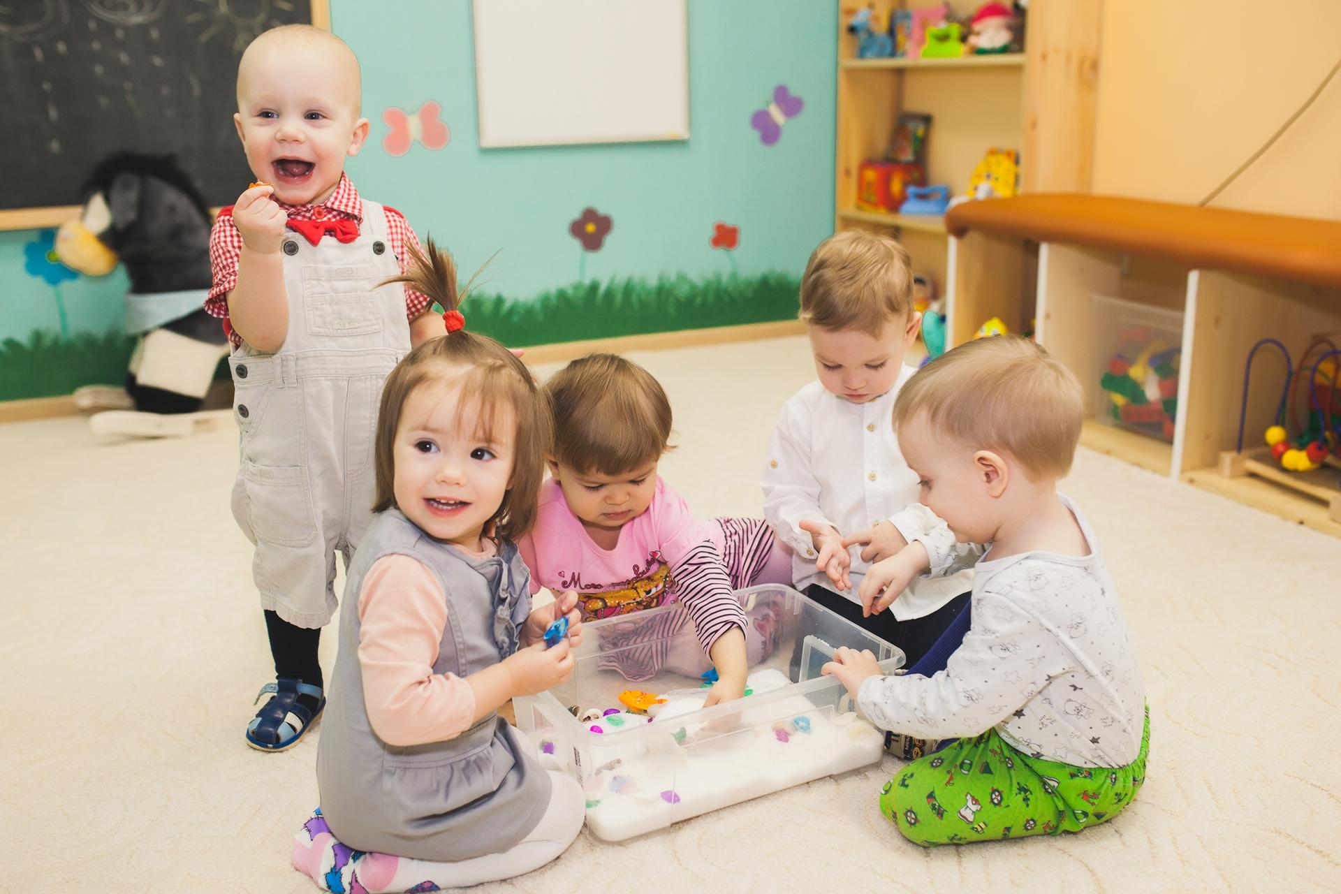 С какого возраста берут малыша в ясли или со скольки лет можно отдать ребенка в ясли или в детский сад: возрастные рамки и особенности, условия оформления • твоя семья - информационный семейный портал
