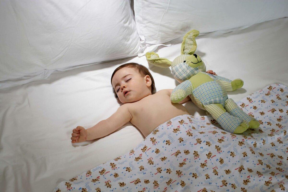 Ребенок плохо спит ночью: причины, что делать