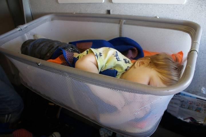 Как сделать путешествие на самолете с грудным ребенком максимально комфортным?