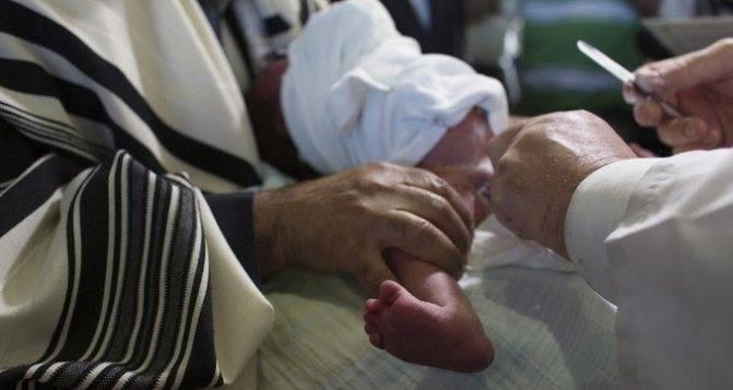 Обрезание у мальчиков: как ухаживать после операции