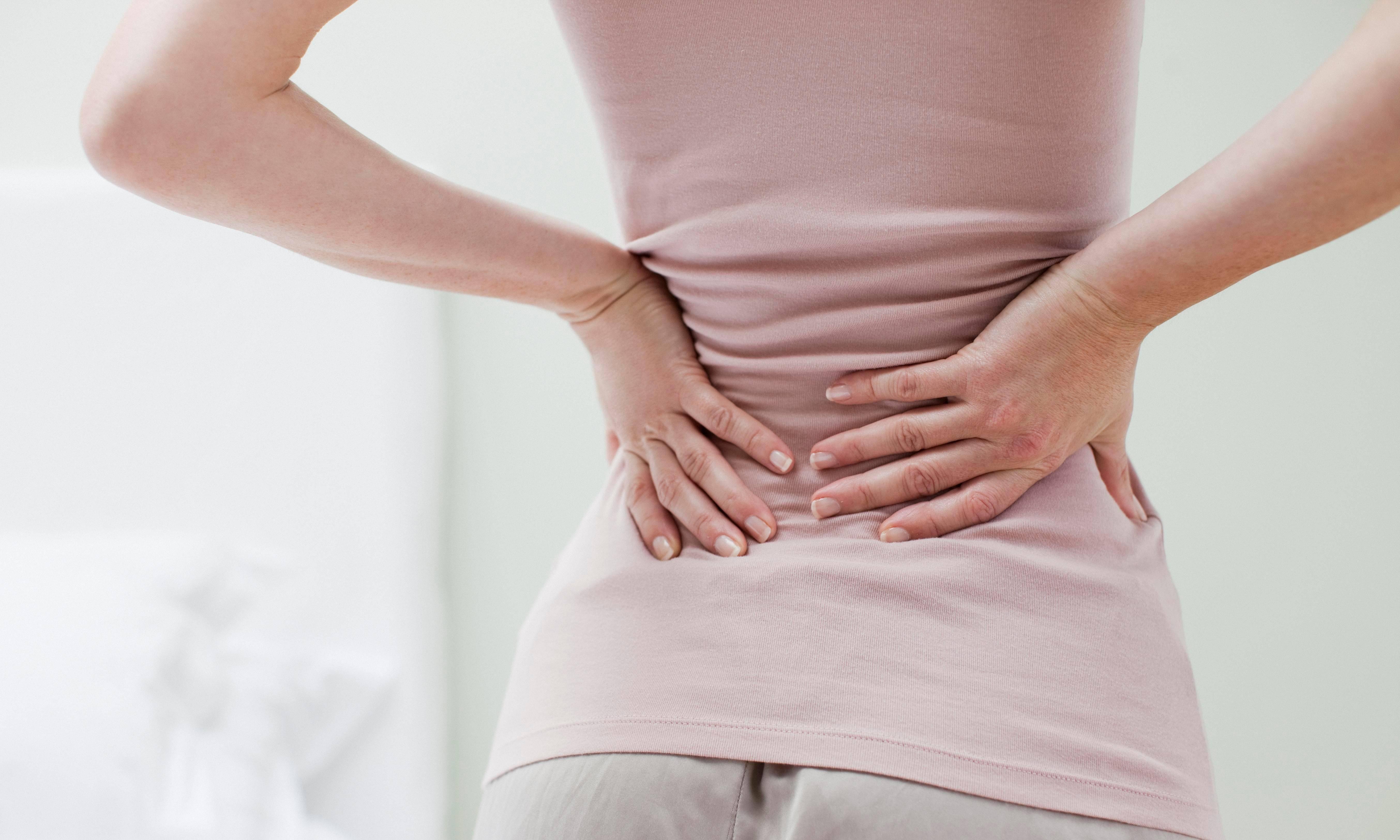 Почему при месячных болит поясница, возможные причины, лечение