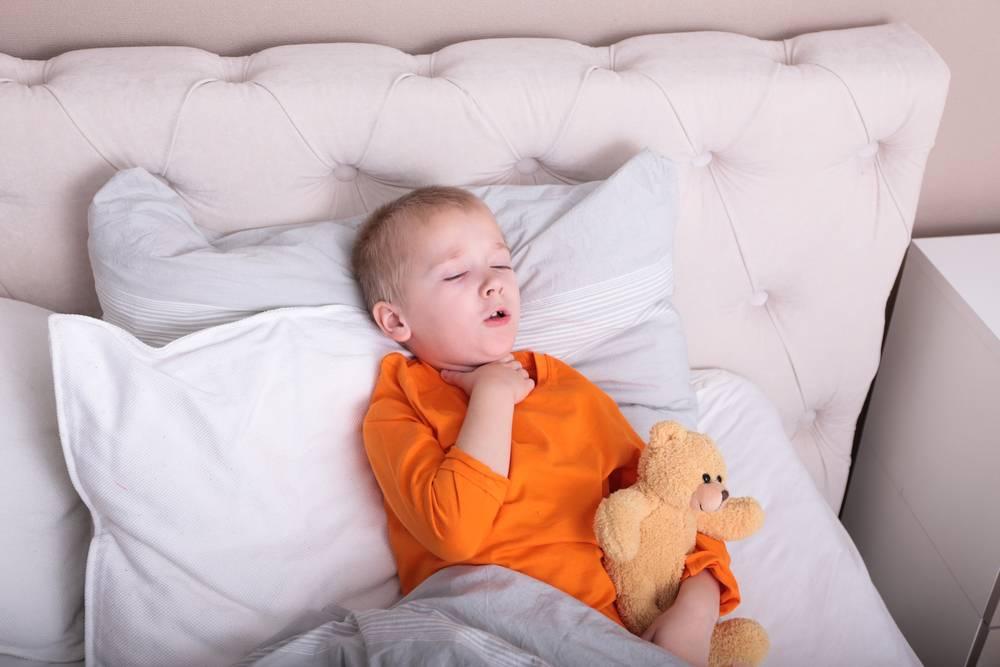 Малыш кашляет когда спит как быстро успокоить ночной кашель у ребенка в домашних условиях