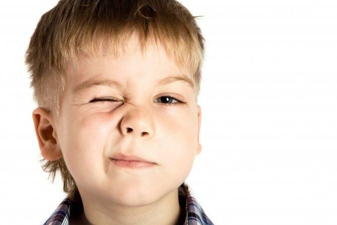 Нервный тик у ребенка: виды, причины и лечение