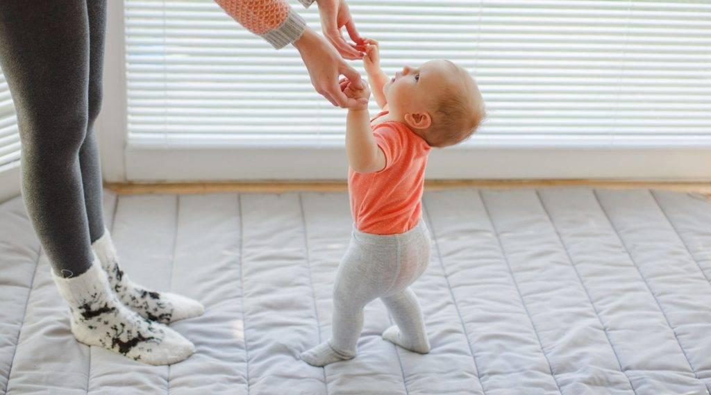 Доктор комаровский о том, как научить ребенка ползать