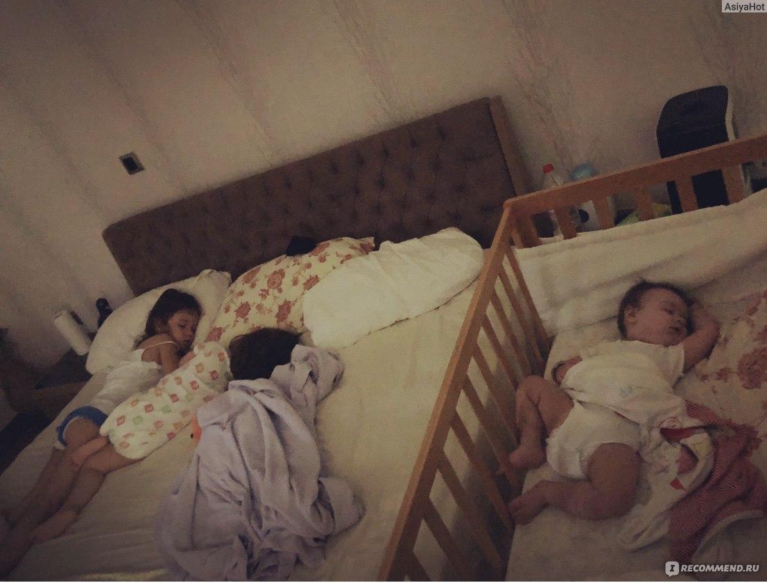 С кем спать ребенку? плюсы и минусы совместного сна родителей и малышей