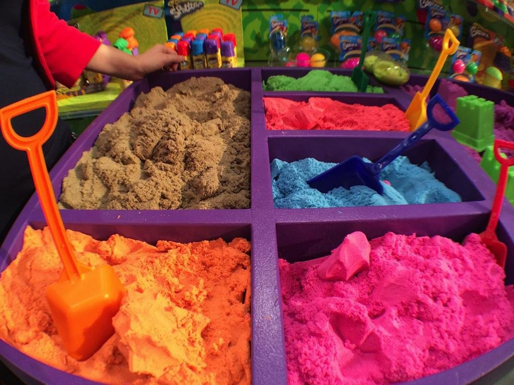 Отзыв: какой кинетический песок лучше? детский кинетический нерассыпающийся песок для лепки: что это такое и в чем отличия от других видов.