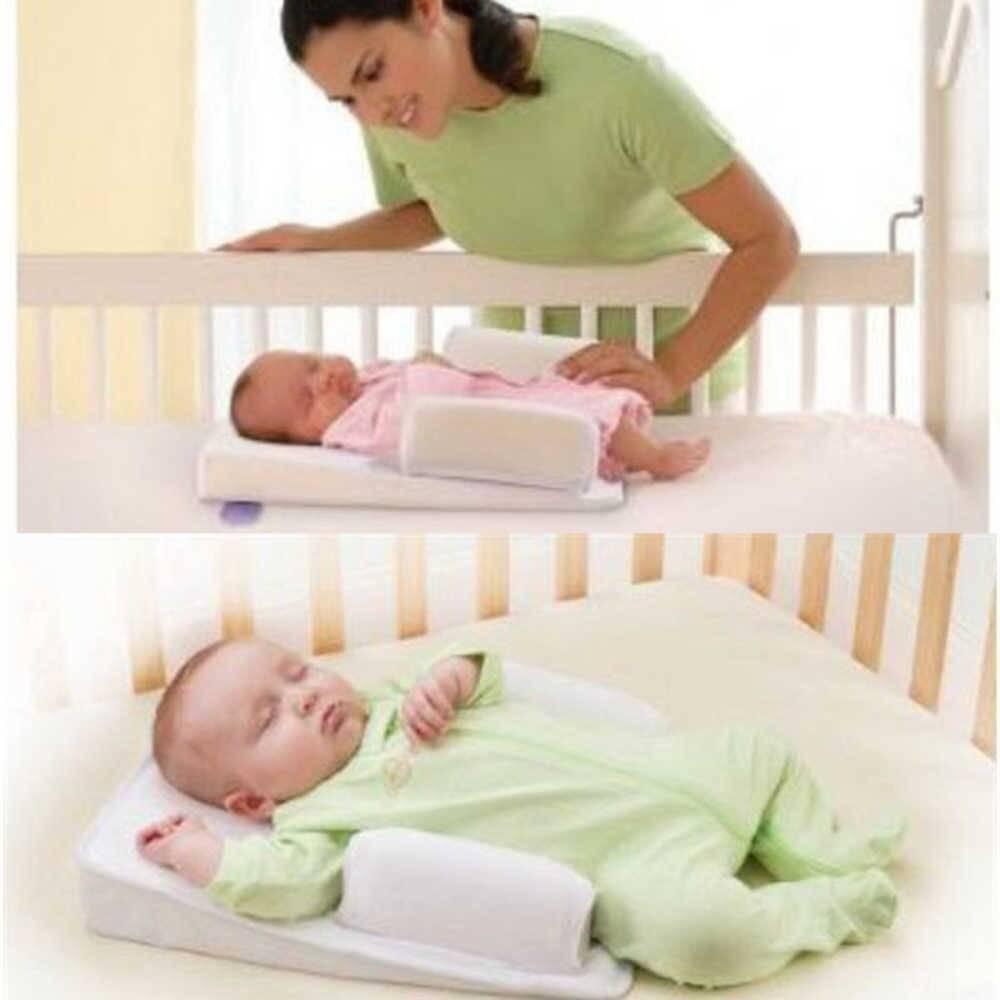 Как спят новорожденные. как должны спать новорожденные: как правильно укладывать грудничка, в какой позе — на спине или на боку