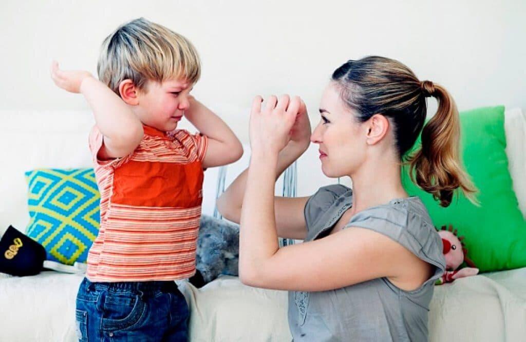 Что делать, если ребёнок кричит и психует - советы психолога
