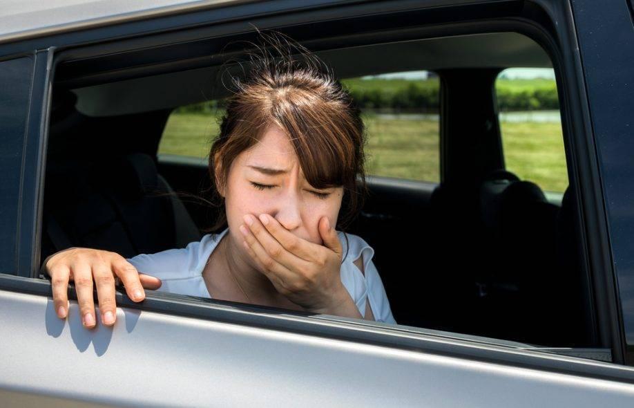 Ребенка укачивает в машине — что делать у детей до 1 года