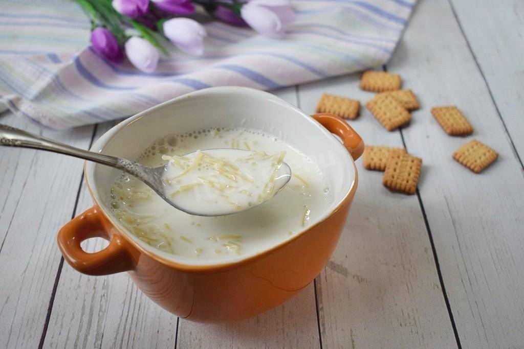 С какого возраста можно давать ребенку вермишель: как сварить молочный вермишелевый суп и когда его давать