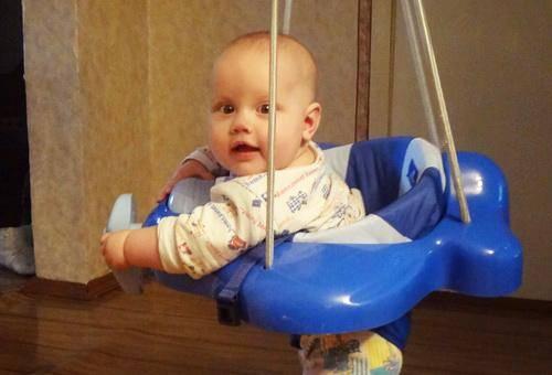 Когда ребенка можно присаживать, во сколько месяцев садить мальчика и девочку
