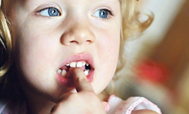 Как отучить ребёнка грызть ногти в разном возрасте