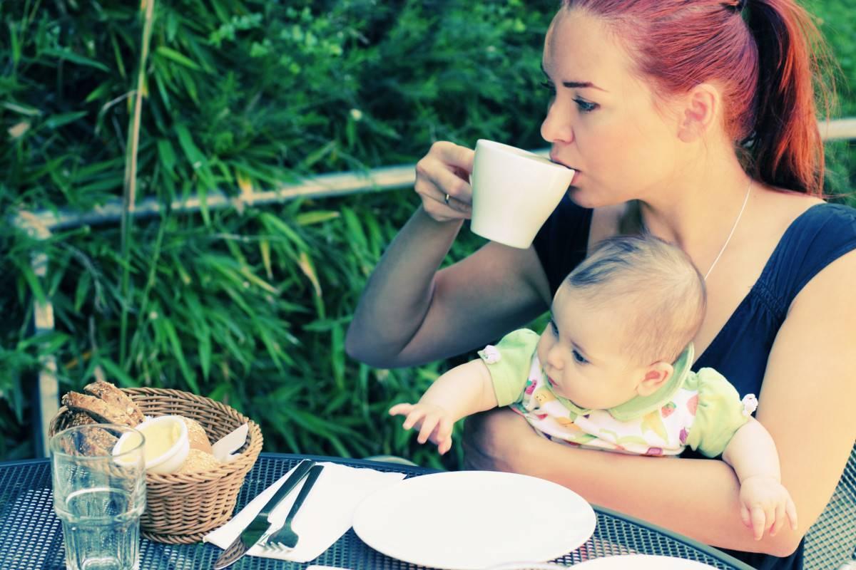 Можно ли пить мелиссу при беременности и в период лактации?