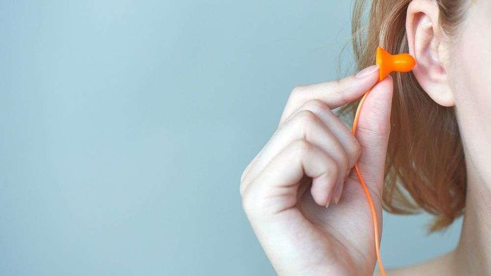 Как выгнать воду из уха: удаление воды из полости уха - лортут