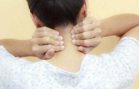 Болит шея с левой стороны: причины и что делать для лечения