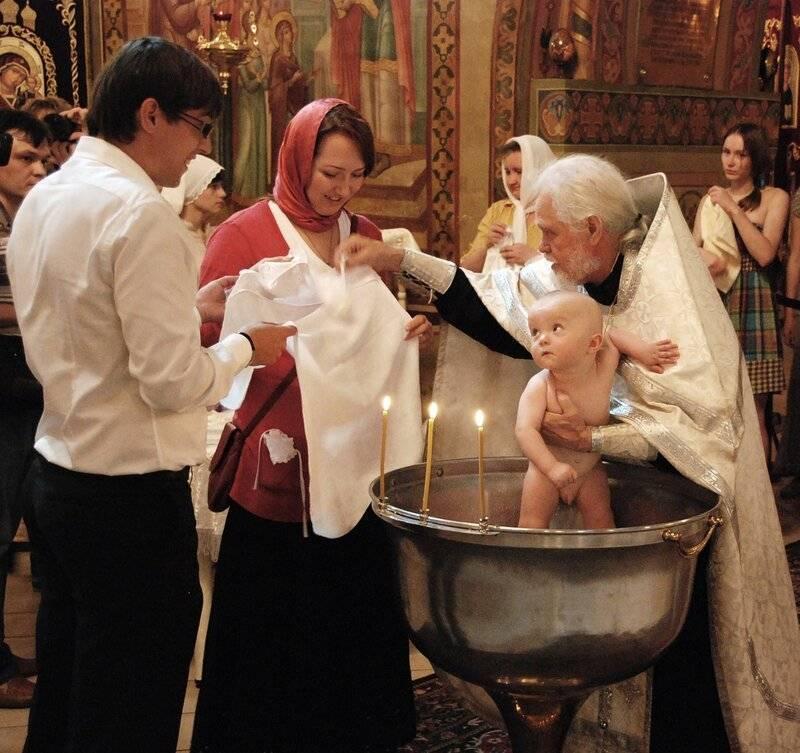 Допустимо ли крестить ребенка только с одним крестным? что нужно знать родителям о крестинах мальчика и девочки: приметы, правила крещения в православной церкви и рекомендации.