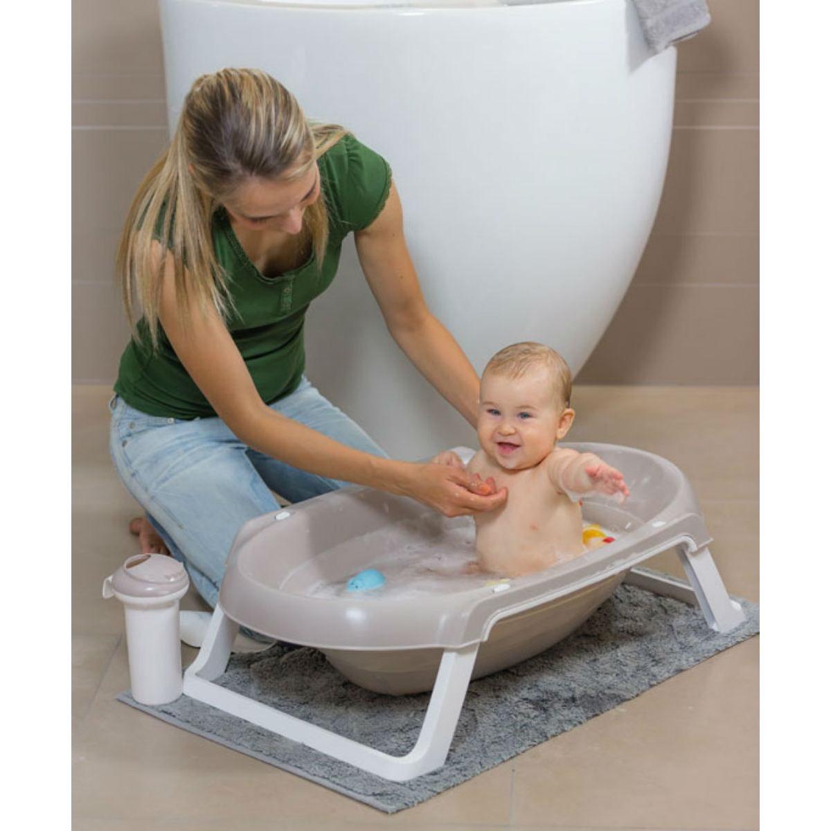 Какую ванночку выбрать для новорожденного