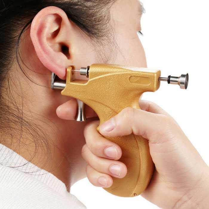 Как обрабатывать уши после прокола пистолетом ребенку, сколько времени они заживают? | процедуры | vpolozhenii.com