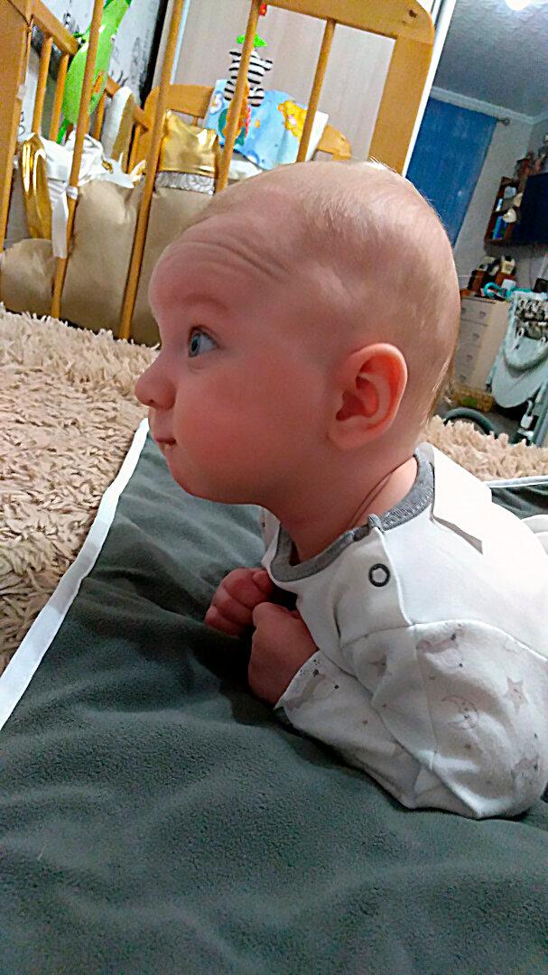 Когда же приступить к процедуре укладывания младенца на животик?