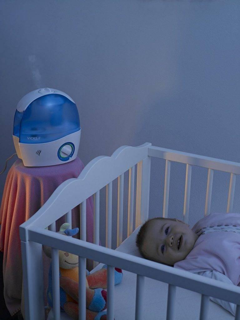 Какая температура должна быть у новорожденного, а также в комнате, при купании и прогулках