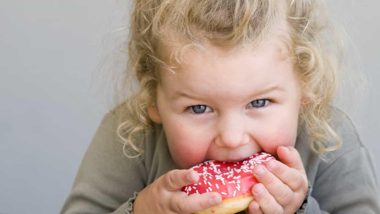 Аллергия у ребенка на сладкое: причины, симптомы, лечение