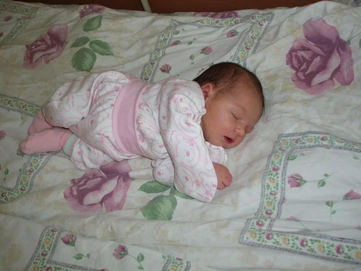 Можно ли новорожденному спать на спине: можно ли класть грудничка на спину и почему нельзя