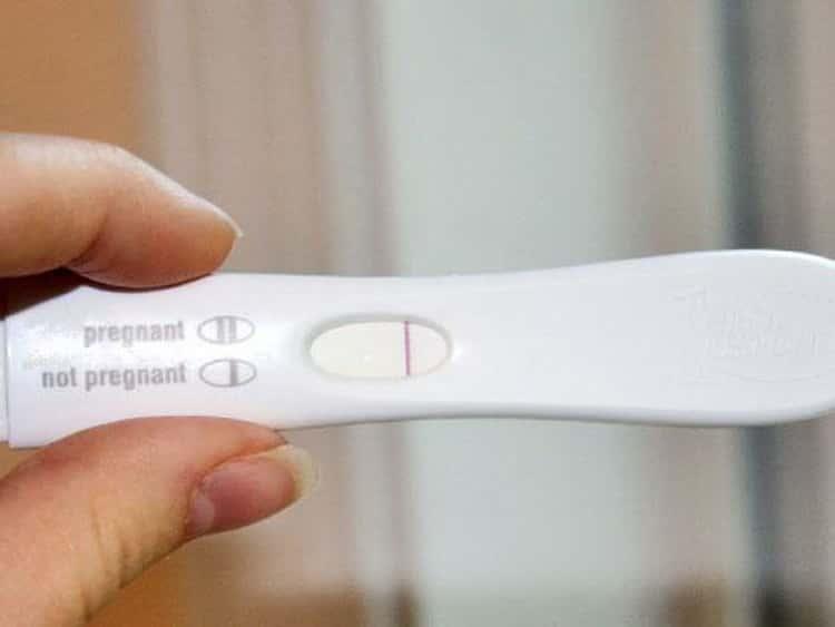 Как гинеколог определяет беременность при осмотре до задержки и после нее наощупь: комментарий врача