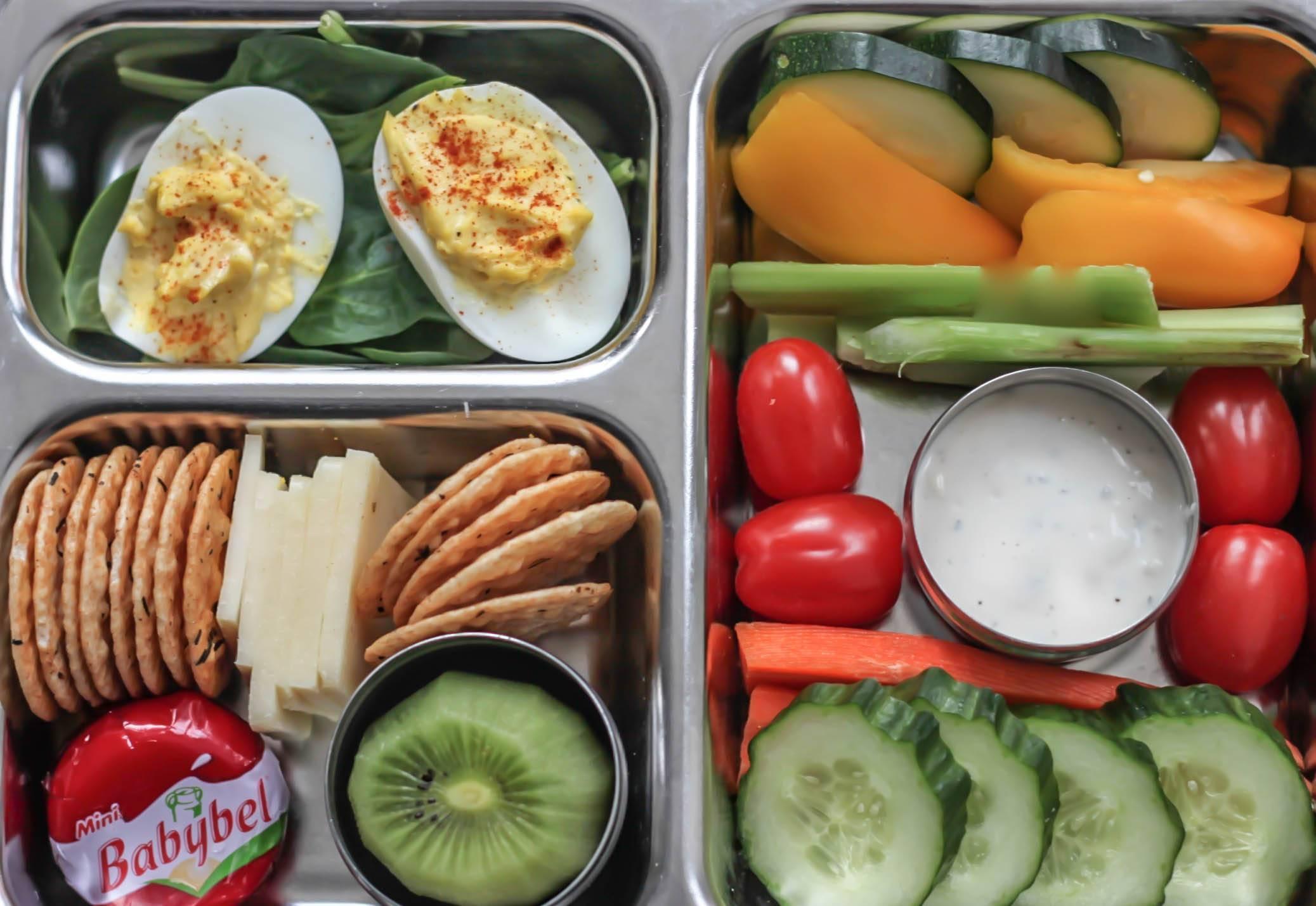 Звонок на завтрак. школьный завтрак еда в школу ребенку