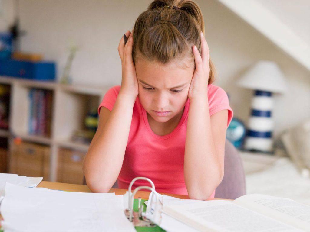 Нервный тик у ребенка: нужна ли терапия?