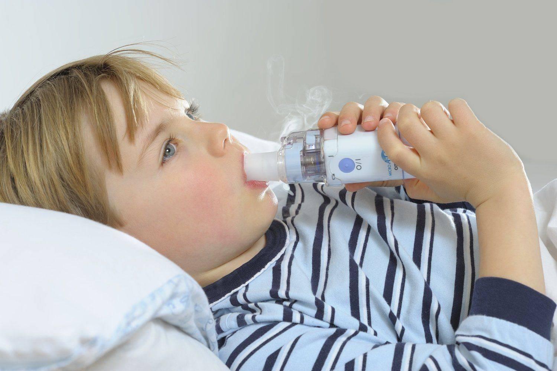 Что делать, если ребенок кашляет и тяжело дышит?