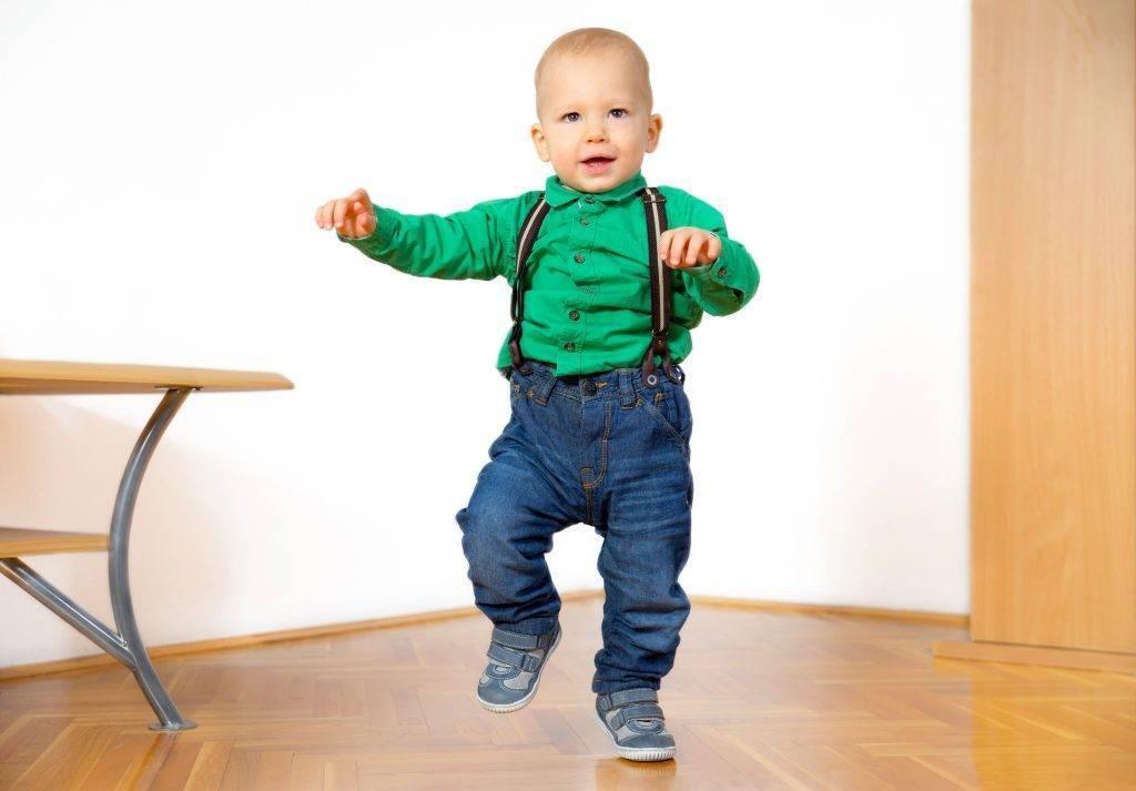 Как научить ребенка ходить?