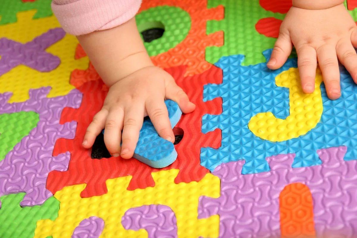 Как развивать ребенка в 7 месяцев: игры, игрушки для детей, развивающие занятия
