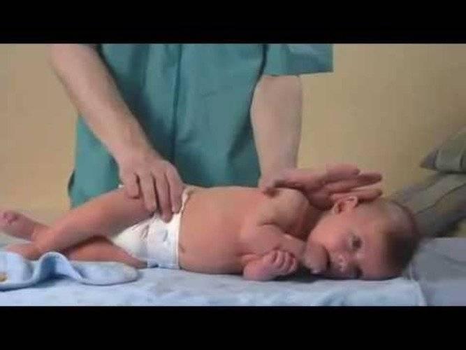 Как научить ребенка переворачиваться со спины на живот. что делать если ребенок не переворачивается на живот