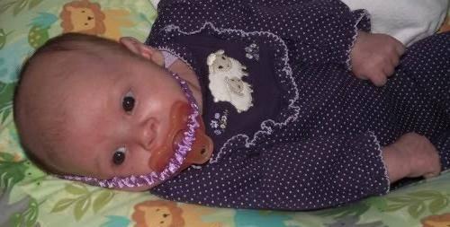 Как приучить ребенка к пустышке: даем соску в 1, 2 или 3 месяца