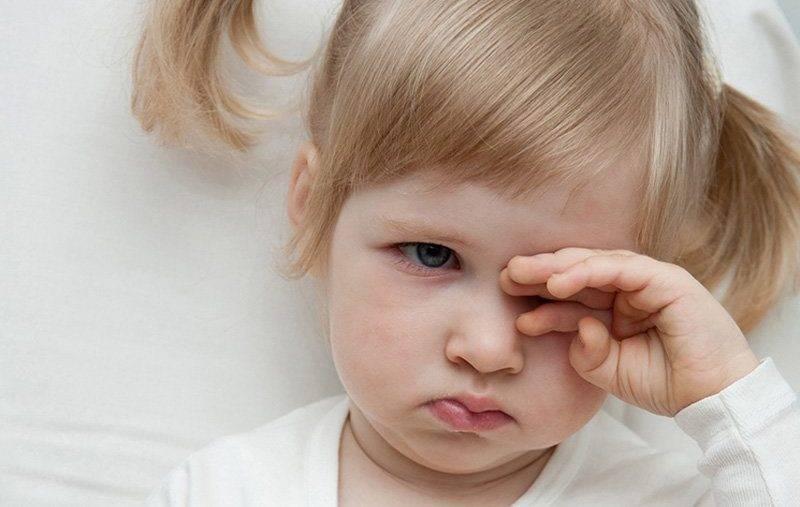 Ребенок чешет глаза и иногда нос: причины и способы решения проблемы | симптомы | vpolozhenii.com