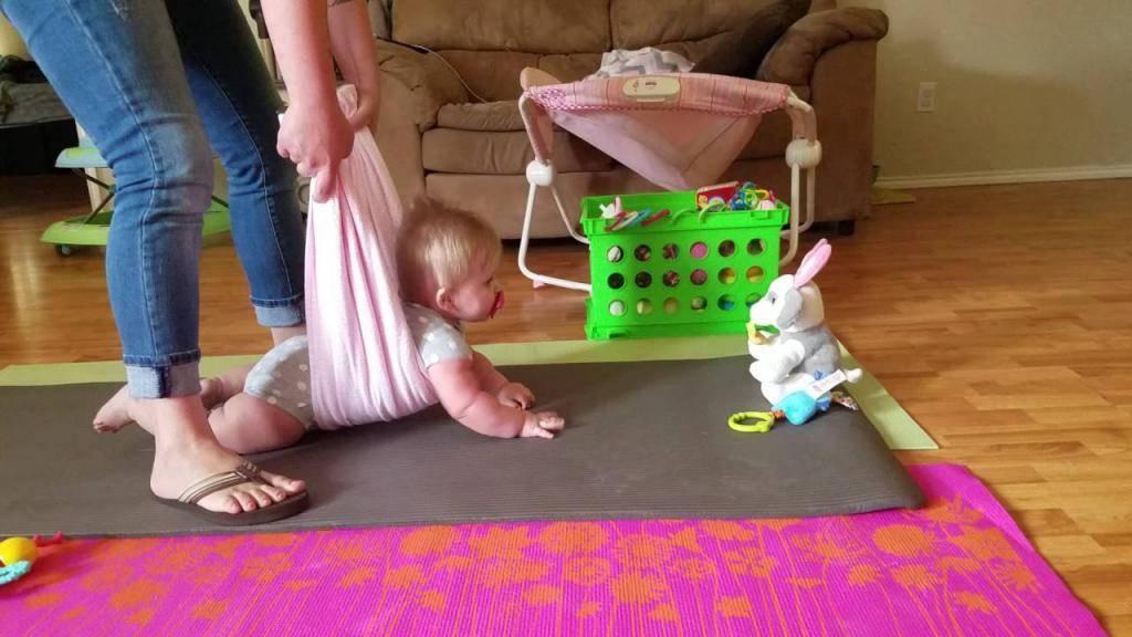 Ребенку 6 месяцев: почему не ползает и не сидит самостоятельно, советы невролога