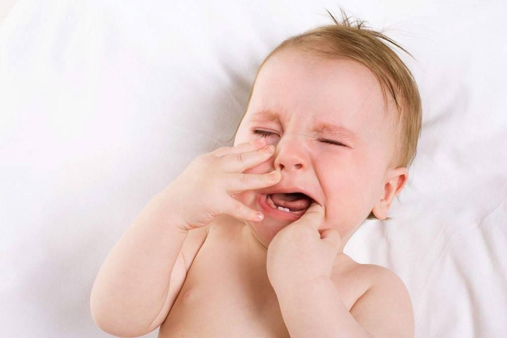 Как понять, что кашель и насморк у ребенка из-за прорезывания зубов