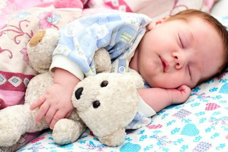 11 причин почему грудничок днем плохо спит и как ему помочь