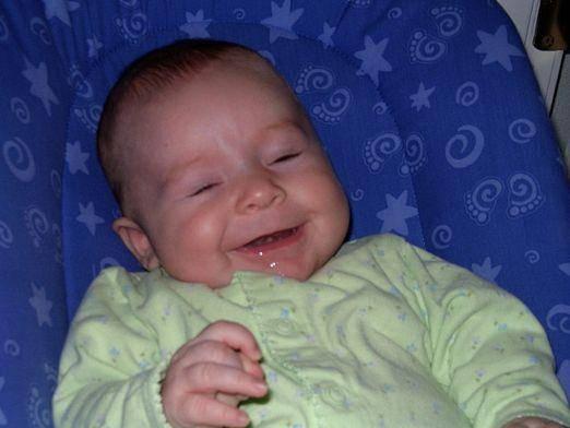 Ребенку 2 месяца текут сильно слюни