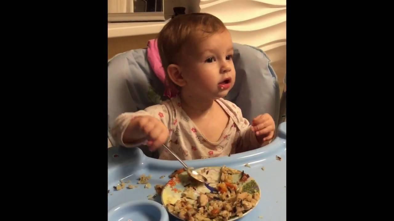 Во сколько дети начинают кушать сами ложкой. как научить ребенка от года есть самостоятельно: советы, инструкции, ошибки родителей