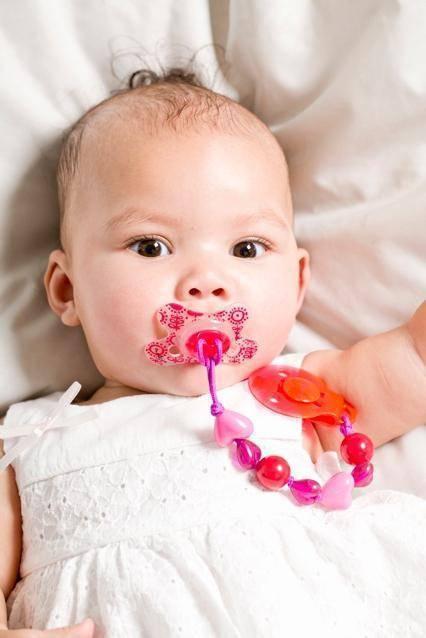 Можно ли давать соску новорожденному: советы педиатра
