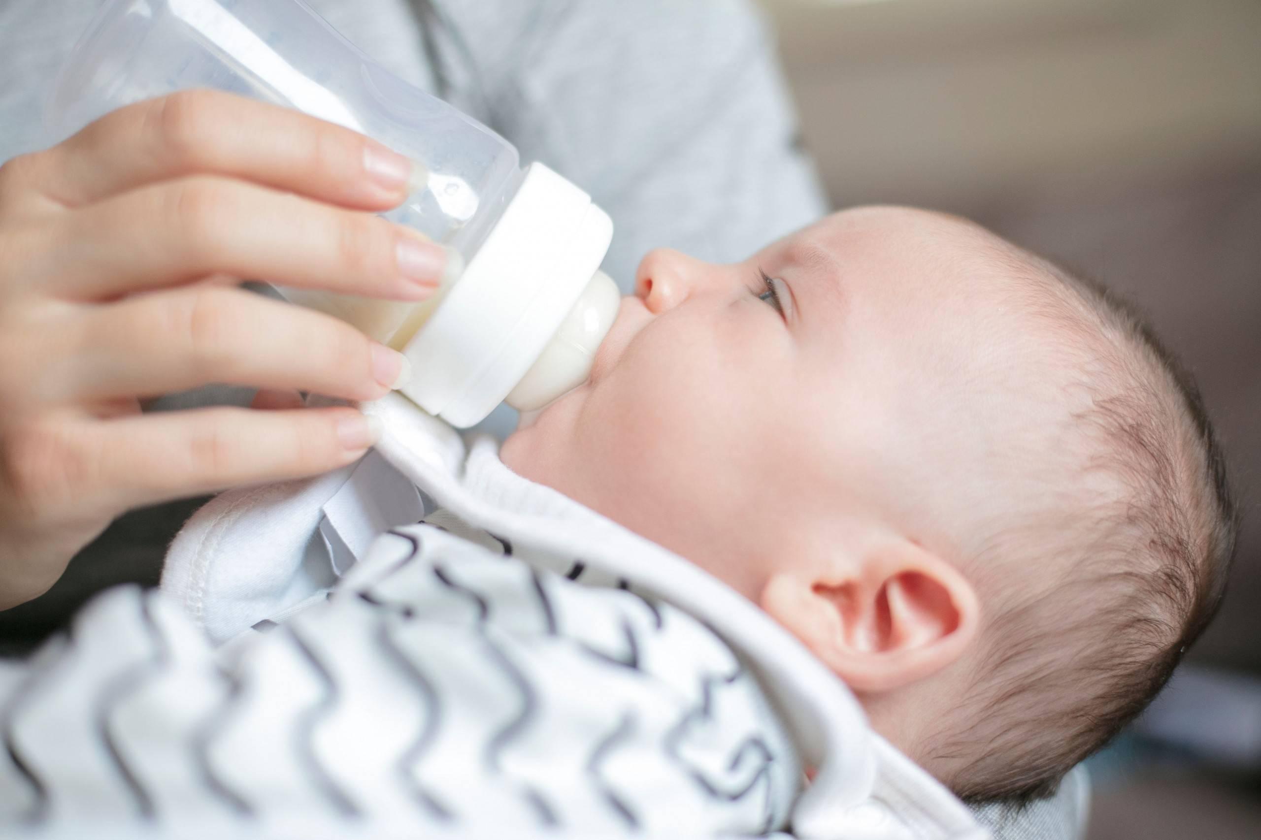 Что делать при икоте у новорожденных и грудничков после кормления?