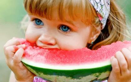 С какого возраста можно давать ребенку арбуз