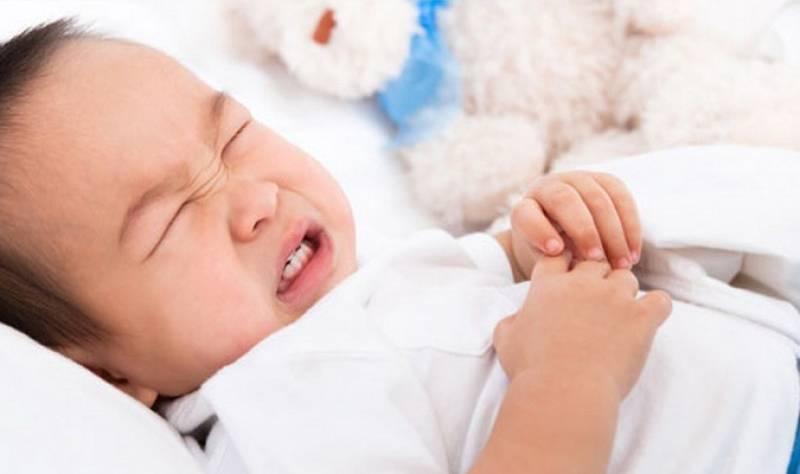 У ребенка боли в животе и поднялась температура