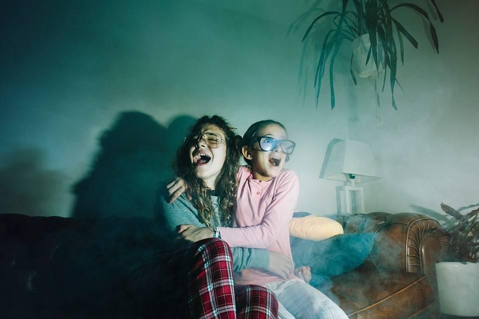Почему ребенок боится темноты и как справиться со страхом:советы психолога