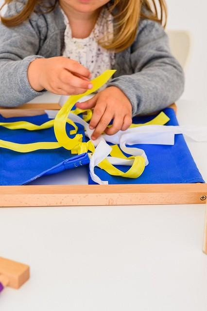 Как научить ребёнка завязывать шнурки